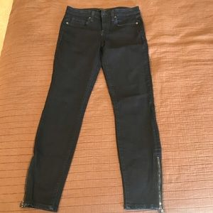 Dark denim with zipper ankle jeans